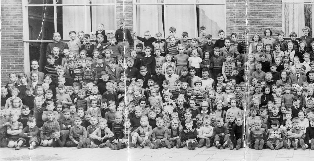 <b>ZOEKPLAATJE:</b>Christelijke School Hoofddorp 19__ Hele School_links