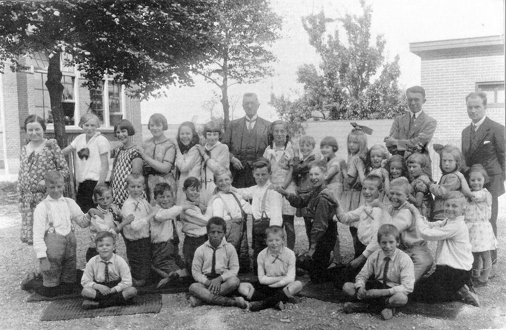 Christelijke School Rijk Aalsmeerderweg 1930 met Kinderen Meijer