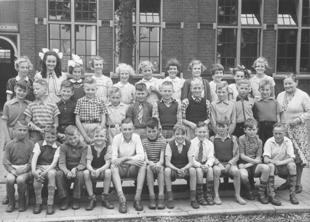 Christelijke School Rijk Aalsmeerderweg 1953_54 Klassen 4 en 5