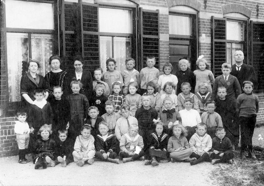 <b>ZOEKPLAATJE:</b>Christelijke School Vijfhuizen 1923 Klas 2