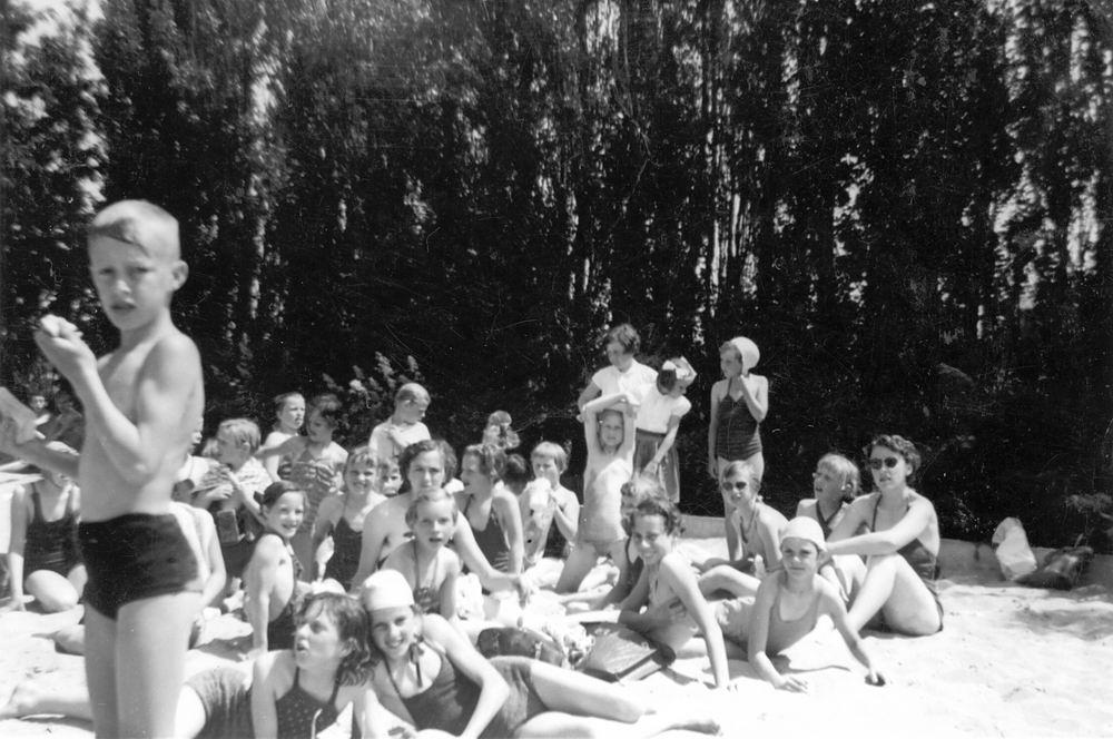 Cloe_Jopie_de_195__Uitje_NH_Kabouterclub_Rijk_bij_Zwembad