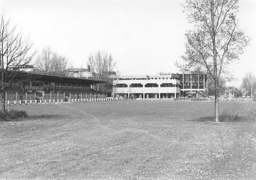 Concourslaan Z 0080+ 198305 Concourterrein en Raadhuis