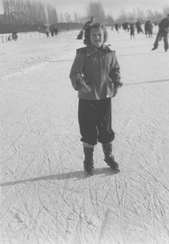 Concourslaan Z 0080+ IJsbaan 1951 met Hilda v Tienderen 01