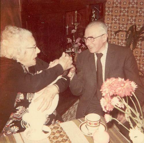 Dalmeijer_Piet_1971_met_Oma_vd_Meulen