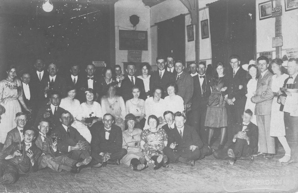 <b>ZOEKPLAATJE:</b>Dansclub_in_de_Beurs_1922_na_Concours_2