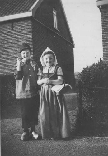 Tienderen Ria v 1950 Koninginnedag met Willy Westmaas