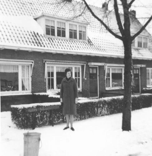Draverslaan 0038-44 1965 met Ans Kaslander