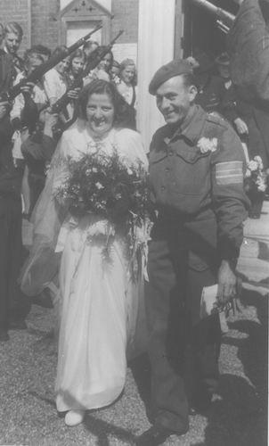 Duin Gerard 1918 1945 trouwt Jeanne Meijer 02
