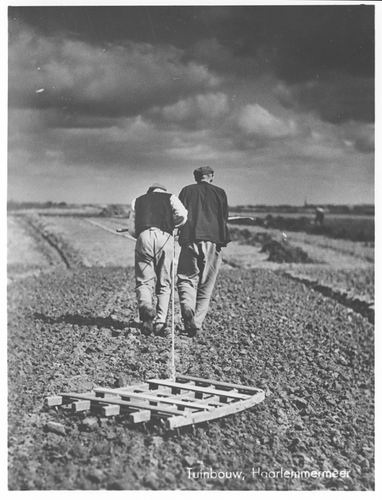 Eggen 1939 5-balks getrokken door 2 man_Snapshot