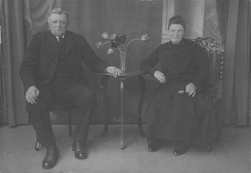 Elderen Ewoud v 19__ met vrouw Catharina Treur