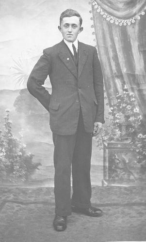 Elshout Adrianus 1914 19__ bij Fotograaf