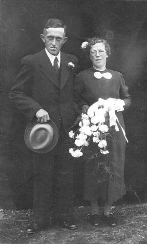 Elshout Adrianus 1914 1940 Trouwfoto met Lena Schoenmaker