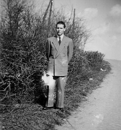 Es Gert v 1952 bij kruising Lijnderdijk en Hoofdweg W