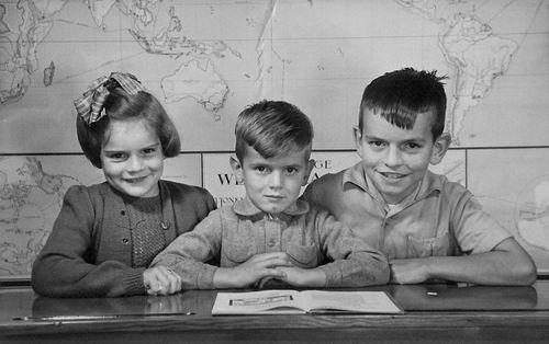 Es Ingrid v 1956 Schoolfoto met broers Walter en Donald