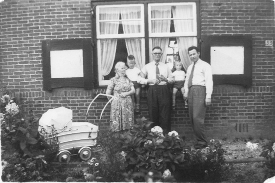 Fortweg 0033 1956 met fam v Hamelsveld