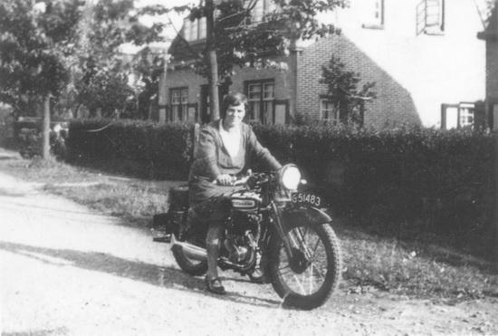 Fortweg 0049 1932-33 Moeders Schelvis op Motor
