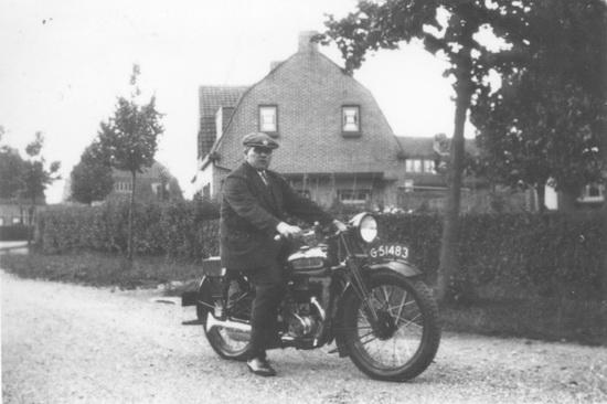 Fortweg 0049 1932-33 Pieter Schelvis op Motor
