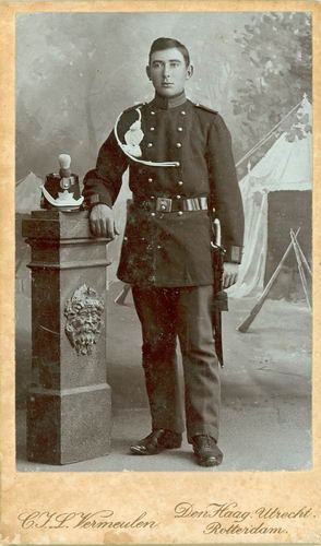 Gaalswijk Abraham 1892 19__ Soldaat bij Fotograaf