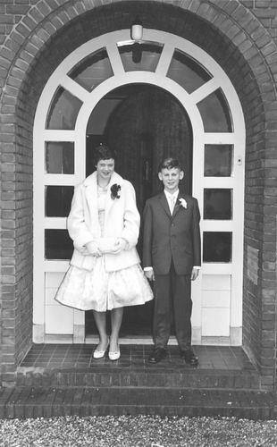 Geertzema Anneke 1959 met Cor Bulk op Trouwerij Anneke Bulk