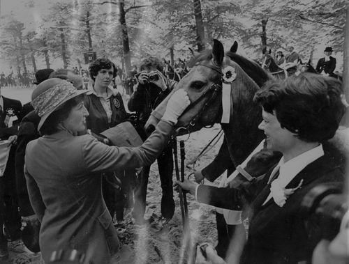 Geertzema Anneke 19__ met Paard en Prinses Margriet