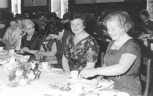 Geertzema-Bulk Grietje 1920 19__ op Feest met Vrouwen
