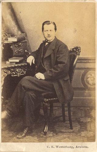 Geertzema Dolf 1864 19__ bij de Fotograaf_01