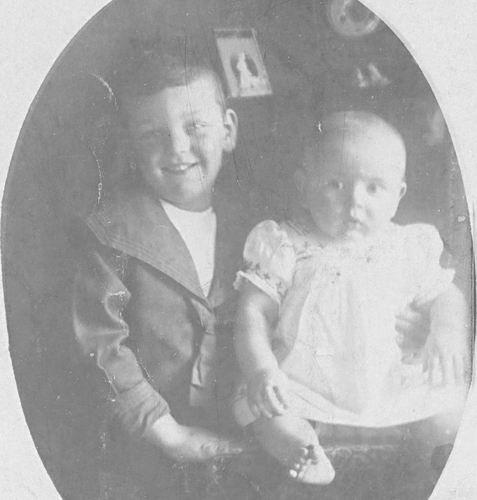 Geertzema Galtjo J J 1911 1917 met broertje Willebrordes 01