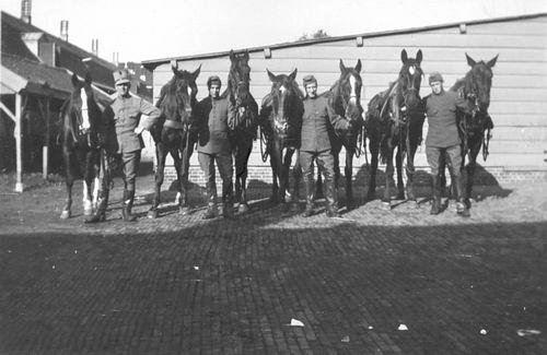 Geertzema Galtjo J J 1911 193_ Militair met Paarden