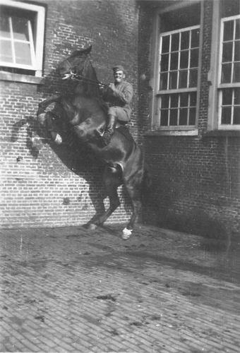 Geertzema Galtjo J J 1911 193_ Militair te Paard 05