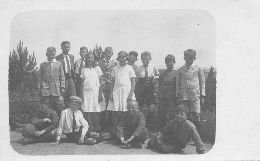 Geertzema Galtjo J J 1911 19__ Uitje met School