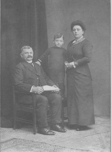 Geertzema Jan Galtjo Nicolaas 1868 19__ met Dorskast en Zoon