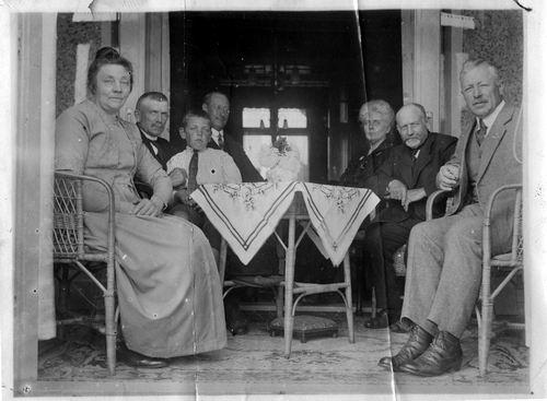 Geertzema Nicolaas Tonnis 1873 192- met fam aan Koedieflaan 02