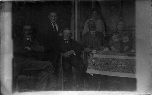 Geertzema Nicolaas Tonnis 1873 192- met fam aan Koedieflaan 03