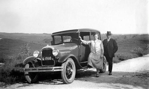 Geertzema Nicolaas Tonnis 1873 19__ met Ford Auto op Stap