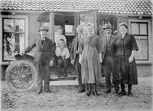 Geertzema Nicolaas Tonnis 1873 19__ met familie en Nieuwe Auto