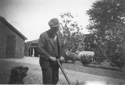 Geertzema Galtjo J J 1911 195_ Gras Maaien in Tuin