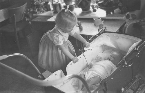 Geertzema Nicolaas Jan Galtjo 1907 1957 Dochters Quirien en Ellen