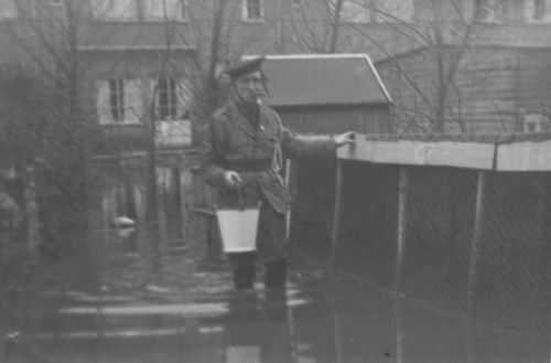<b>ZOEKPLAATJE:</b>Geertzema_Onbekend_811_bij_Overstroming
