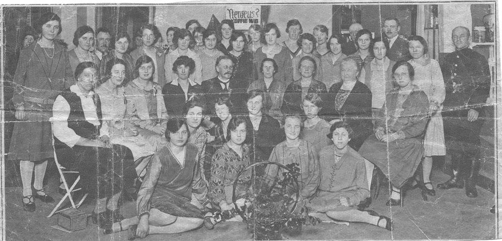 Geertzema-Smit Maartje 19__ met grote Groep Vrouwen
