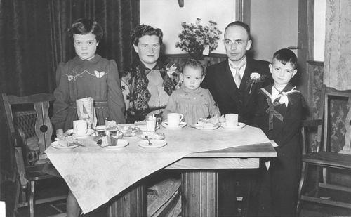 Geertzema Willebrordes 1917 195_ gezin op Trouwerij