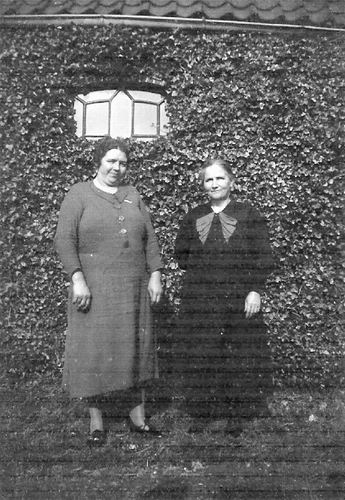 Gier Huibertje de 194_ Oma met Oma v Noorloos