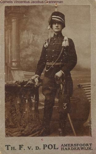 Granneman Cornelis 19__ Militair bij Fotograaf