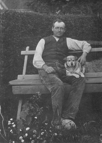 Grieken Johannes v 1865 1918- in Tuin met Hond