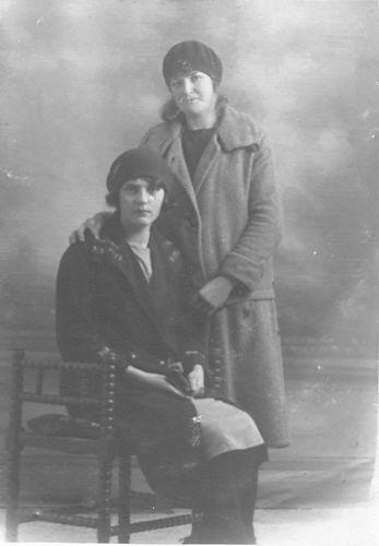 Groef Alida J vd 1907 19__ met Onbekend bij Fotograaf 01