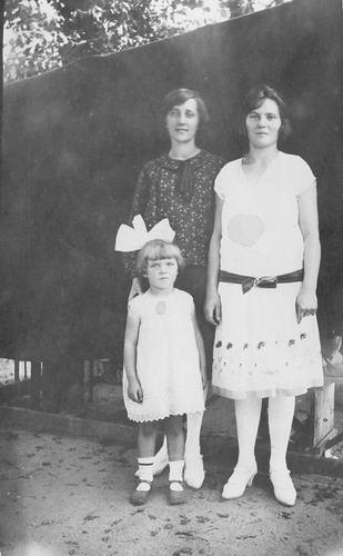 Groef Alida J vd 1907 19__ met Onbekende Vrouw en Kind