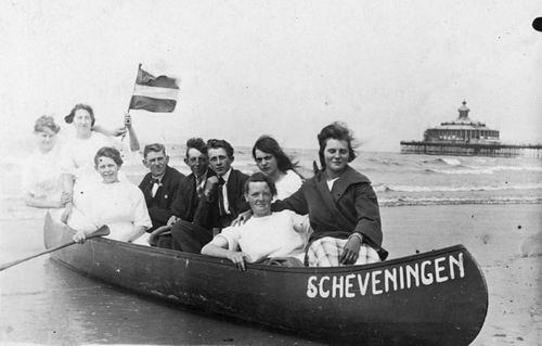 Groef Alida J vd 1907 19__ op Strand Scheveningen met