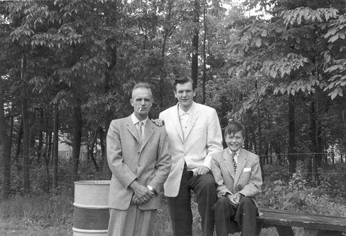 Groef Cor vd 1911 19__ met zoons Bram en Leo 01