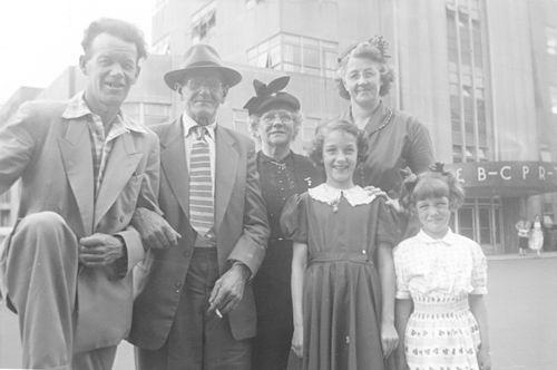 Groef-v Groenigen Cornelia vd 1955 op Stap met broer Gerrit