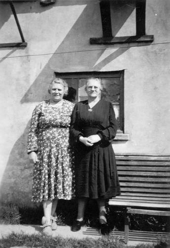 Groef-v Groenigen Cornelia vd 19__ met zus Fie Arensman