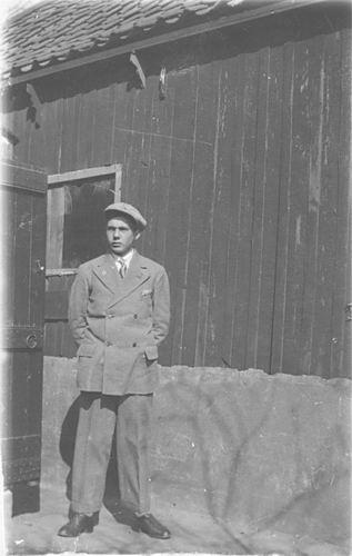 Groef Gerrit vd 1936± Jongen in Pak